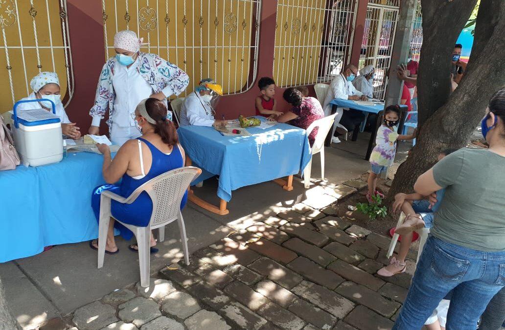 Capitalinos se atienden en clínicas móviles