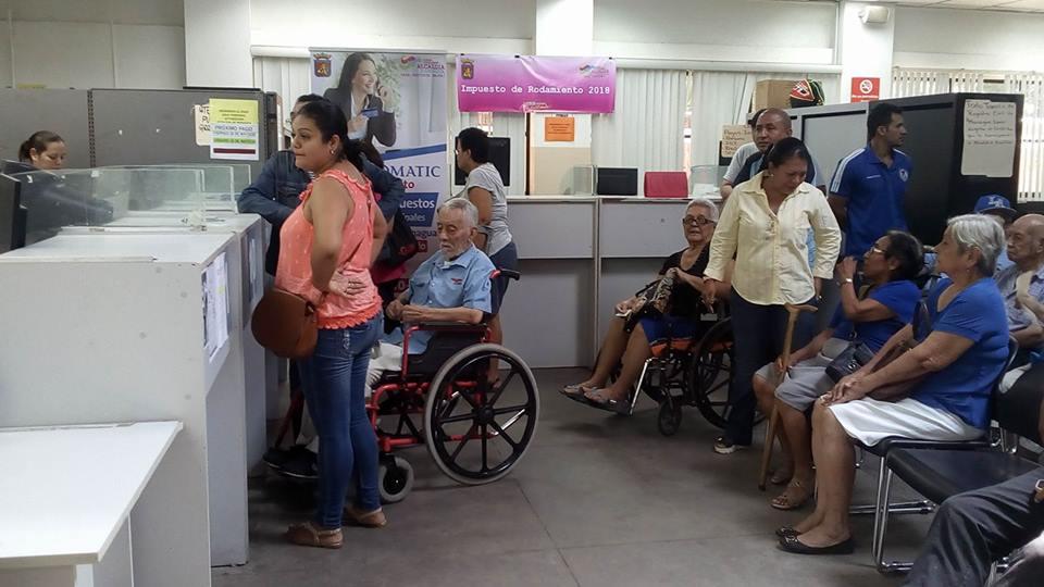 Pensionados nicaragüenses reciben pago del mes de junio