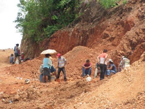 Nicaragua: Tres personas quedan atrapadas en mina artesanal