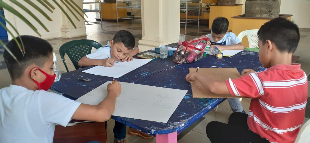 Brindan talleres de arte a niños de escasos recursos