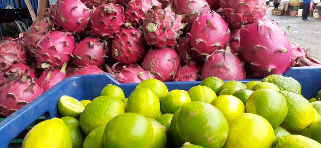 Pitahaya y limones en flota con bajos precios