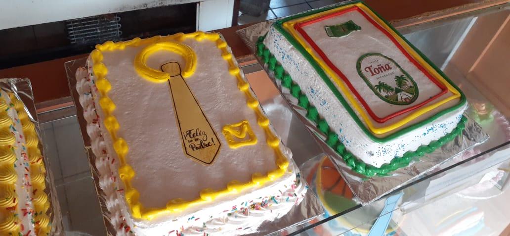 Pastelerías elaboran queques con diseños especiales para papá