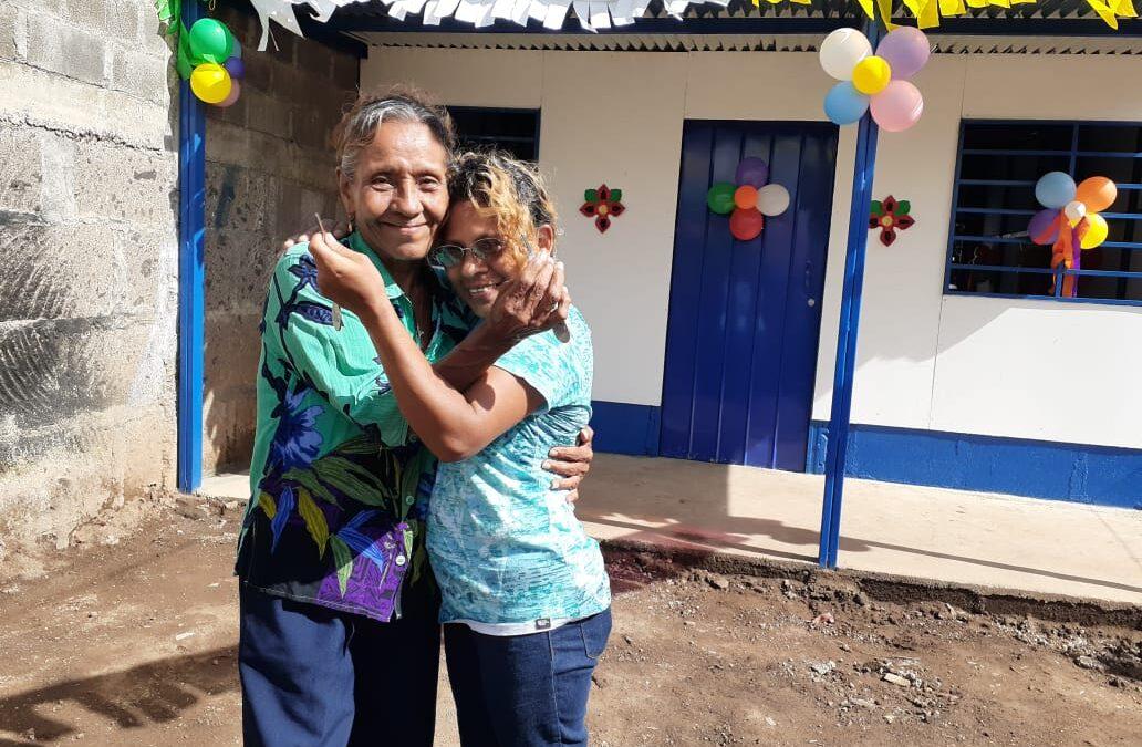 Otras dos familias de Managua reciben una vivienda digna