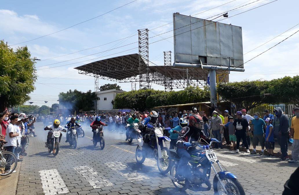 Centenares de motociclistas compiten en Ciudad Sandino