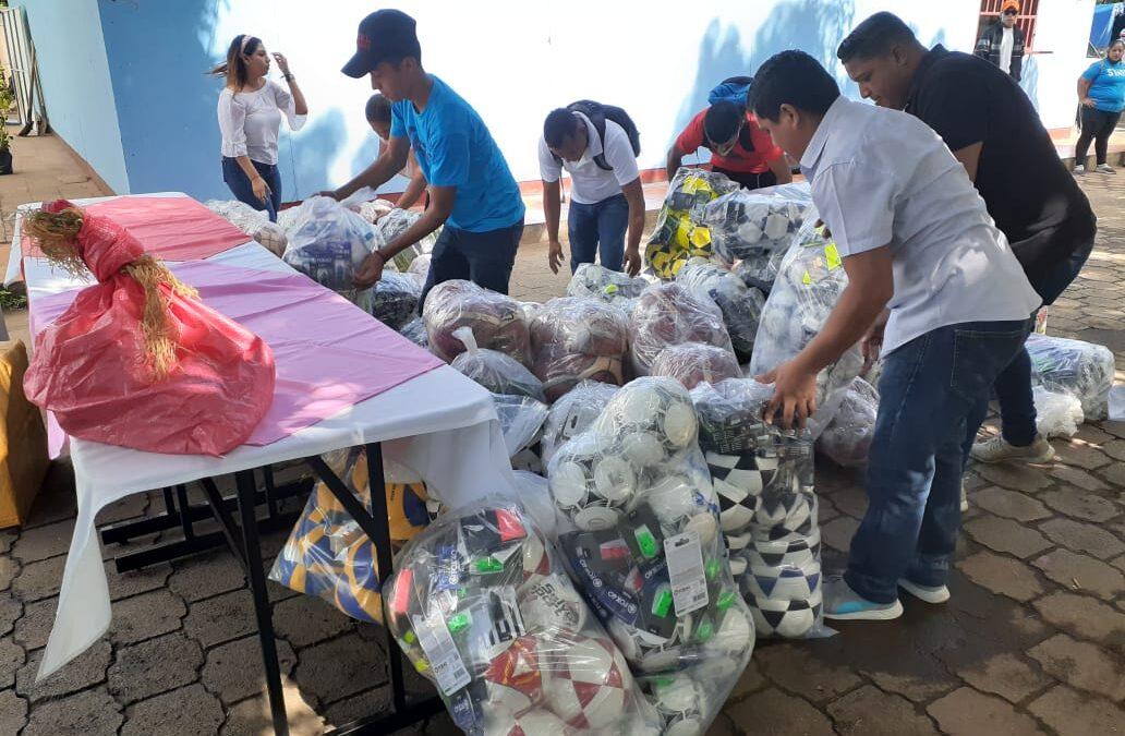 Funcionarios del Ministerio de la Juventud realizan cuarta entrega de material deportivo