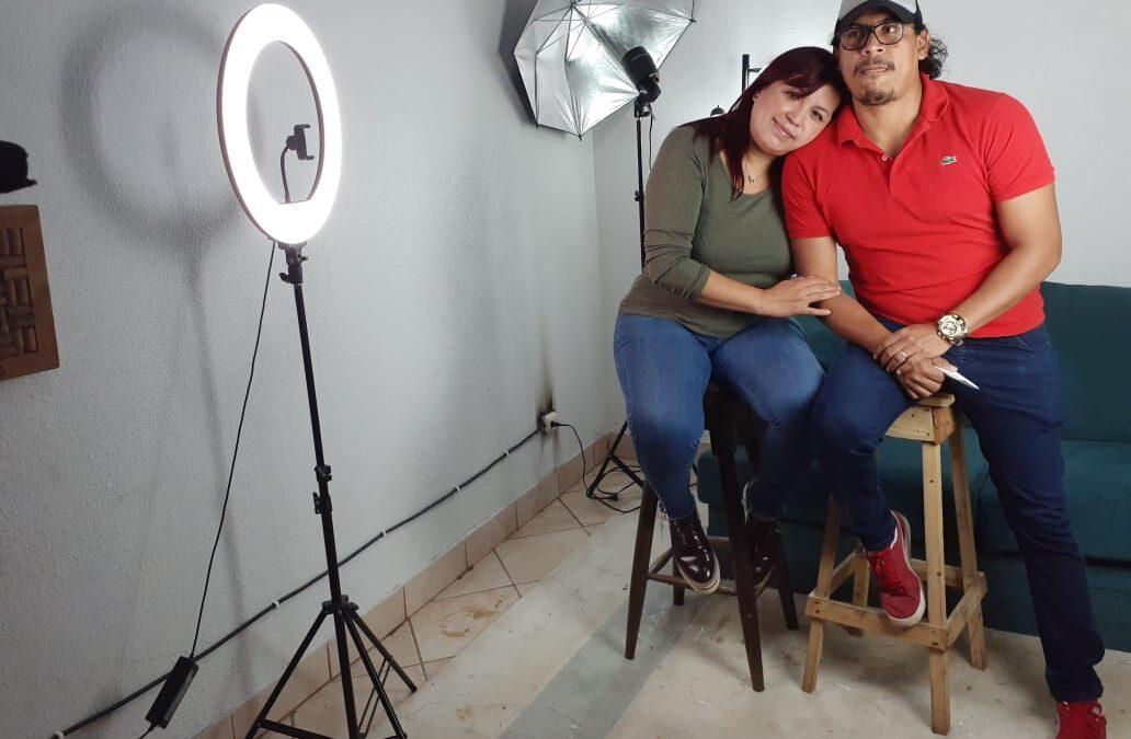 Matrimonio nicaragüense le canta a Dios