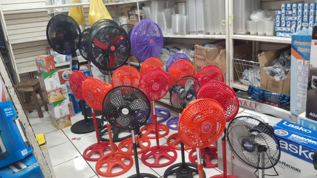 Se dinamiza la venta de abanicos y ventiladores en los mercados capitalinos