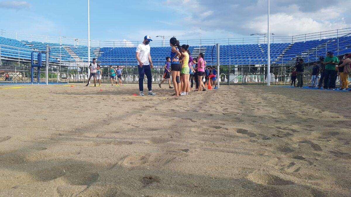 Inauguran academia de voleibol de playa en Managua