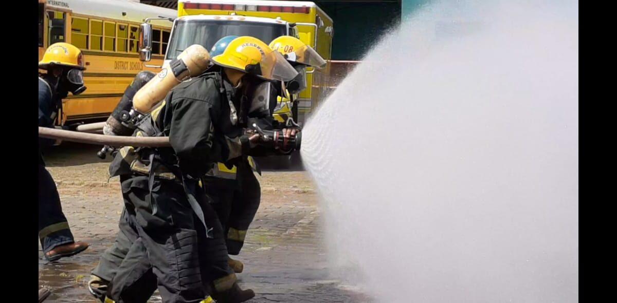 Nuevos bomberos demuestran sus capacidades para atender emergencias