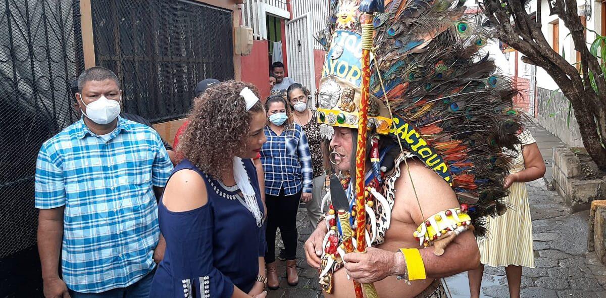 Tradicionalistas de Managua reciben orden Bicentenario
