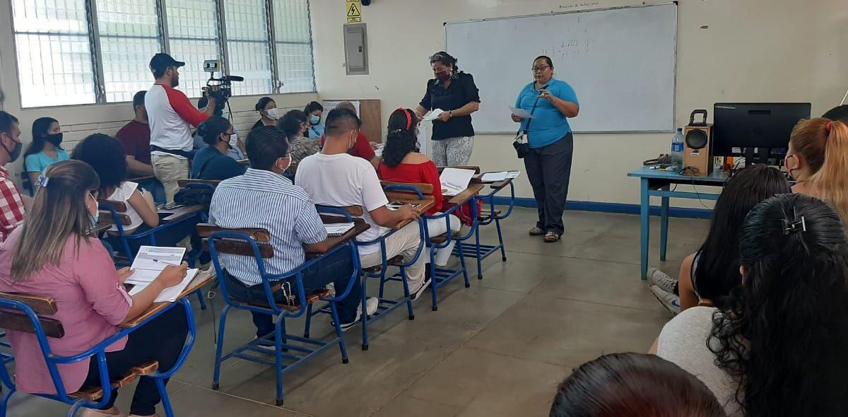 Estudiantes de carreras técnicas inician clases en fin de semana