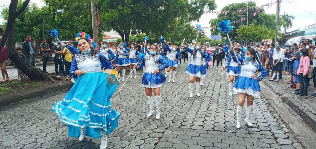 Continúan desfiles patrios en los colegios del país