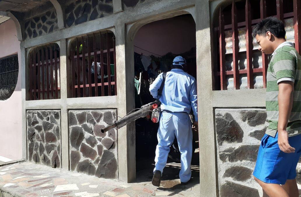 Fumigan viviendas en el barrio Carlos Fonseca Amador