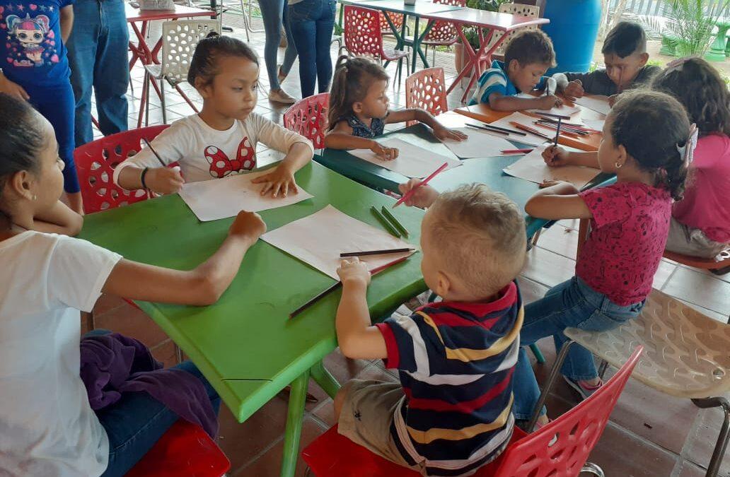 Niños ponen a volar su imaginación a través del dibujo