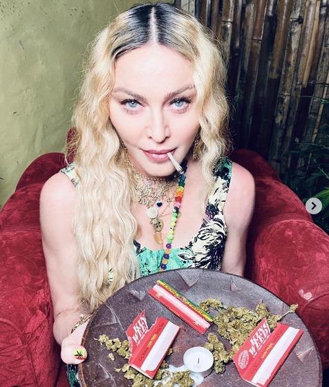 Con marihuana y sin mascarillas, Madonna celebró su cumpleaños número 62