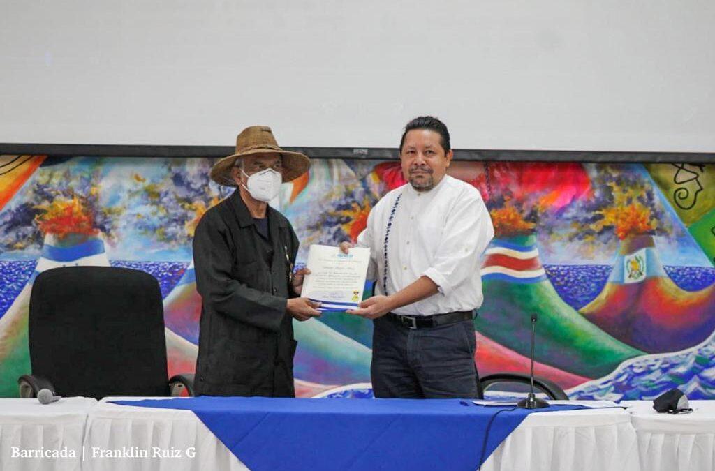 Nicaragua reduce analfabetismo en pueblos originarios