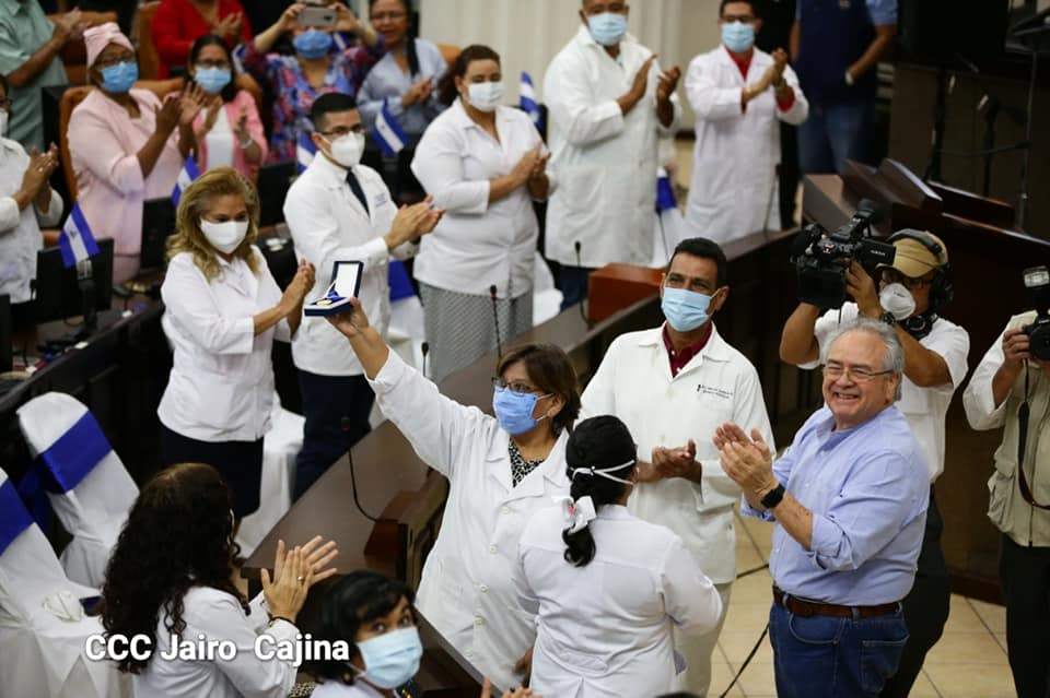 Asamblea Nacional rinde homenaje a los trabajadores de la salud