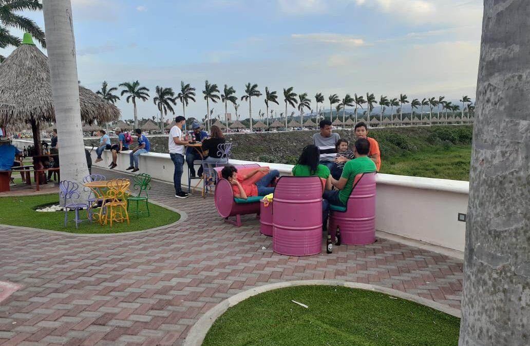 Turistas del puerto Salvador Allende disfrutan de actividades recreativas