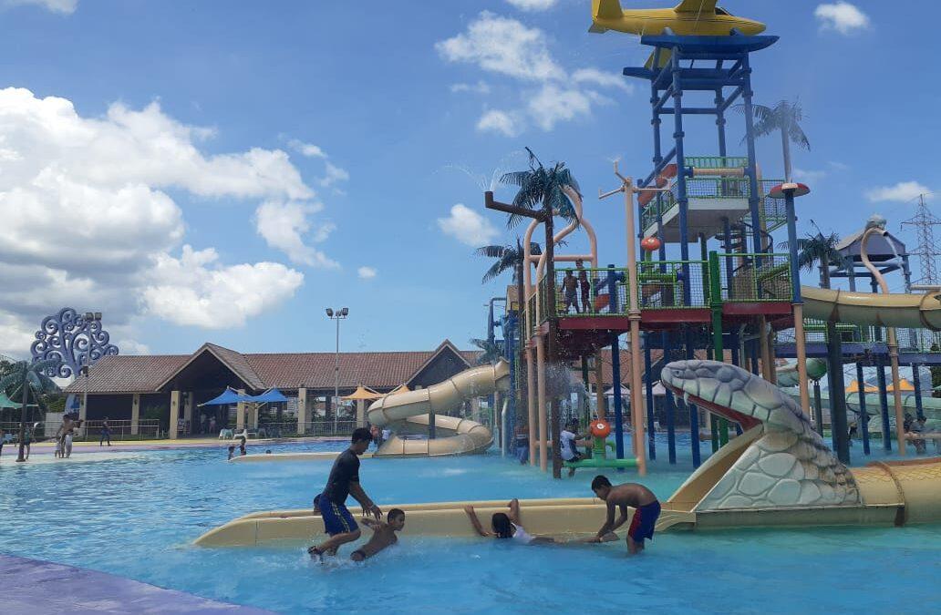 Más familias disfrutan del Parque Acuático