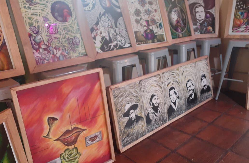 Artista plástico expone sus obras en La Casona del Café