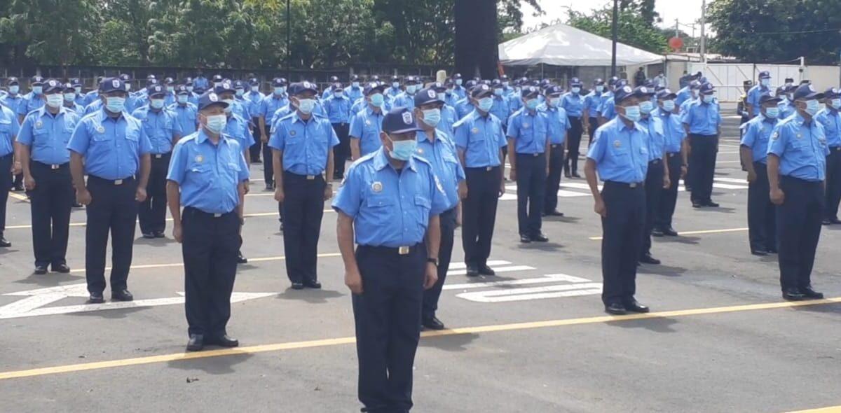 Miembros de la Dirección de Seguridad Personal de la Policía Nacional reciben ascensos en grado