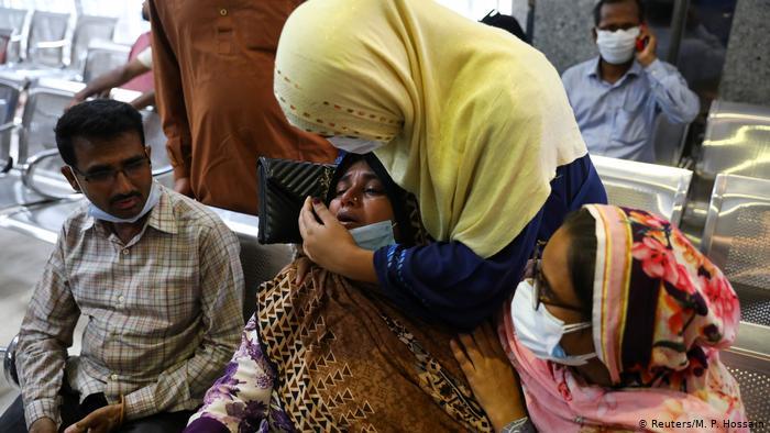 Ascienden a 23 la cifra de muertos por explosión en Mezquita en Bangladés