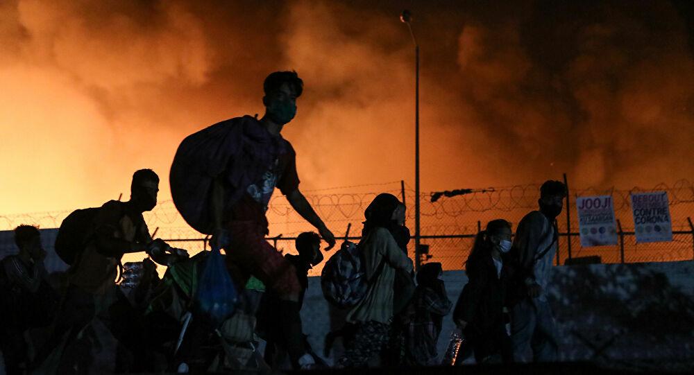 Campo de refugiados en Lesbos es consumido por el fuego