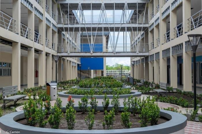 Moderno edificio tecnológico en la primera capital de Nicaragua