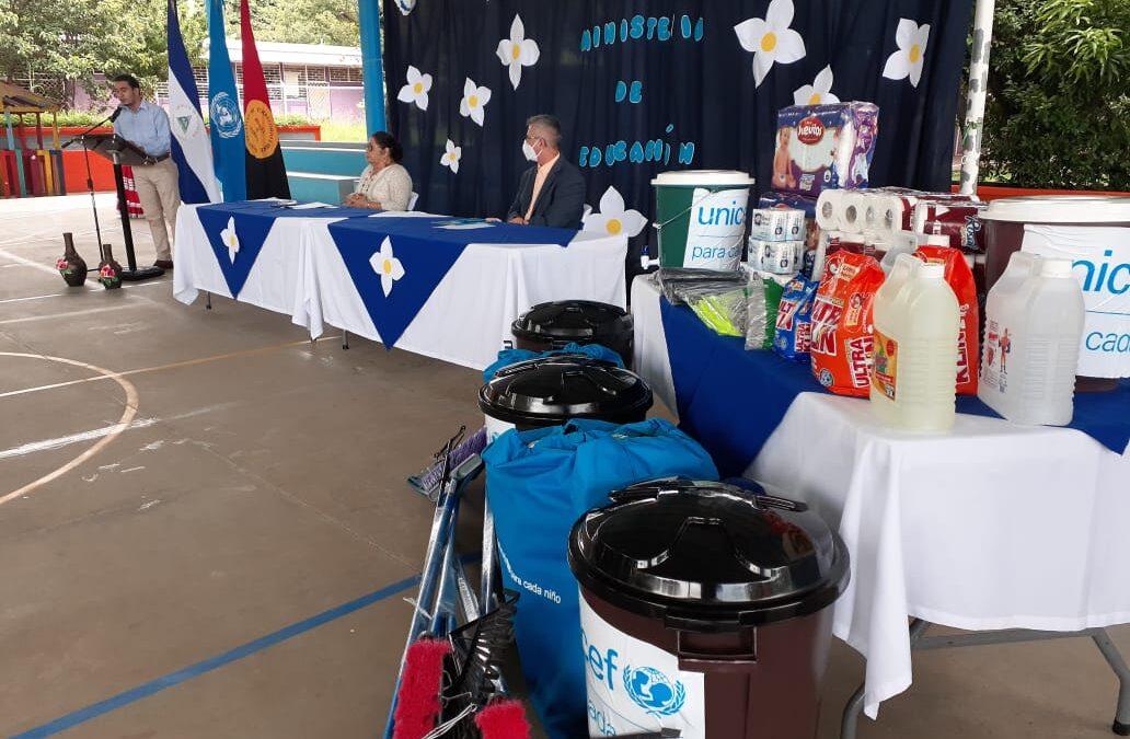 Unicef entrega kits de higiene al ministerio de educación