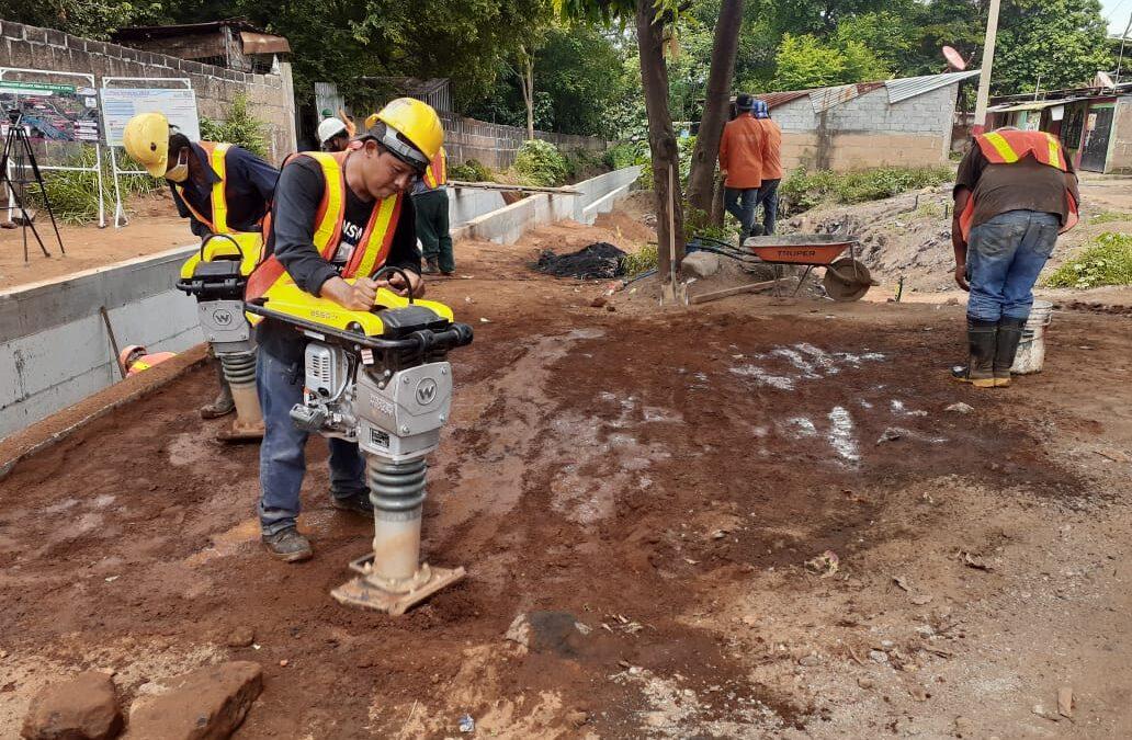 Comuna capitalina avanza en la construcción de obras de drenaje pluvial