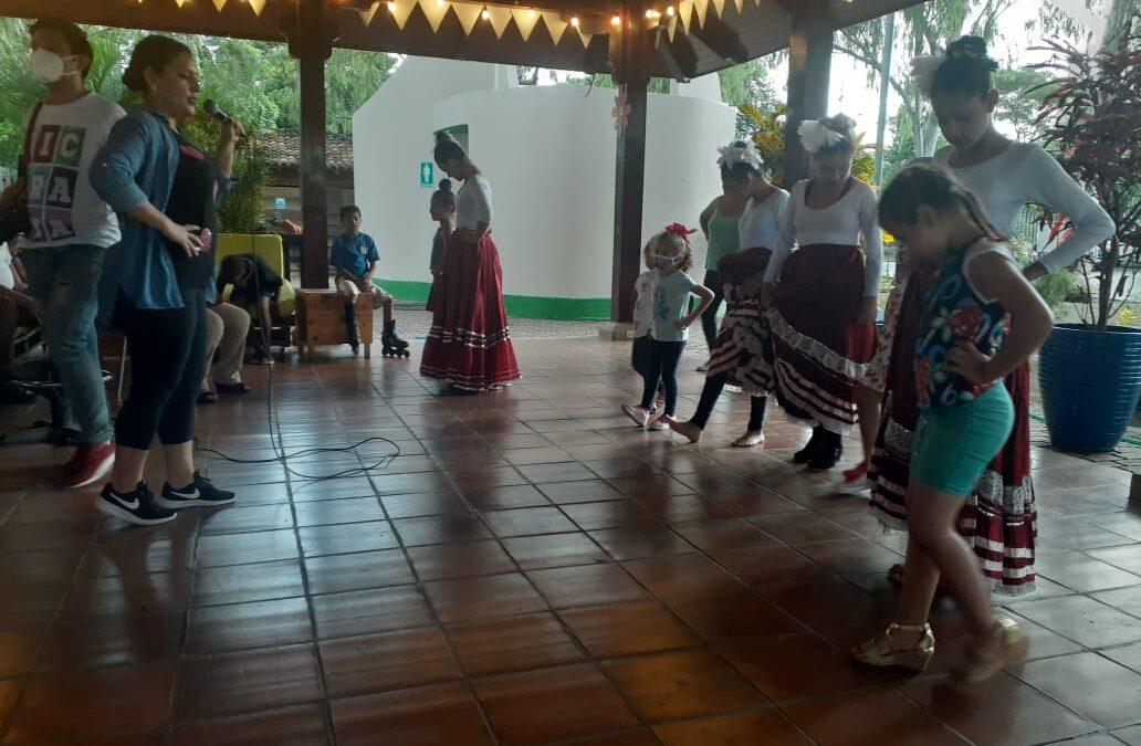 Promueven el arte y cultura en los niños que visitan Sorbetería Hormiga de Oro