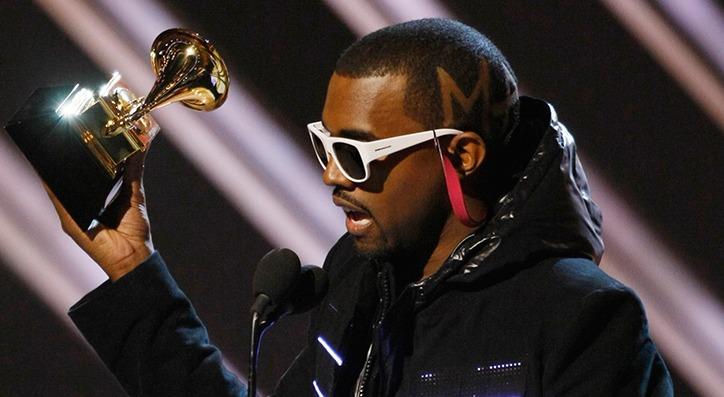 ¿Por qué Kanye West orinó sobre un Grammy?