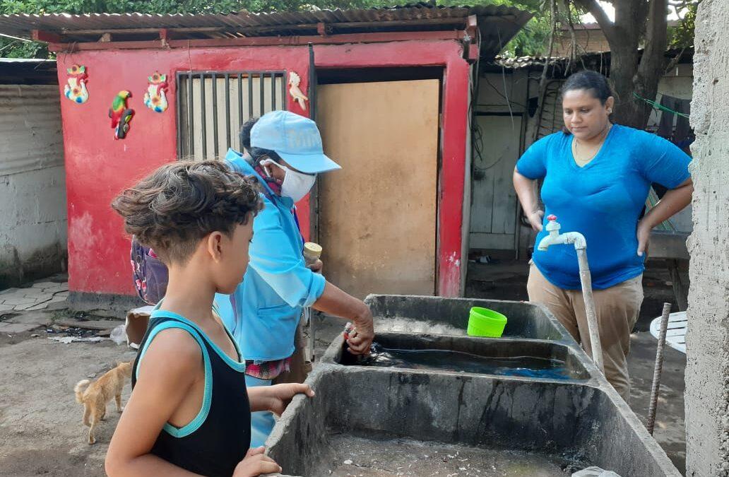 Realizan jornada antiepidémica contra los zancudos en barrio Mirna Ugarte
