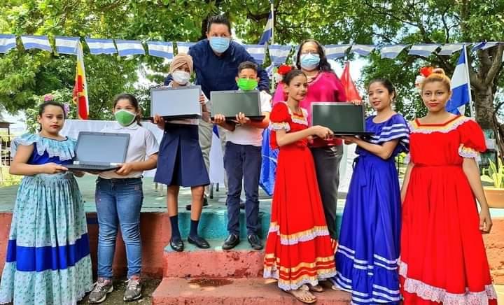 Mined entrega equipo  tecnològico al centro educativo Francisco Morazàn