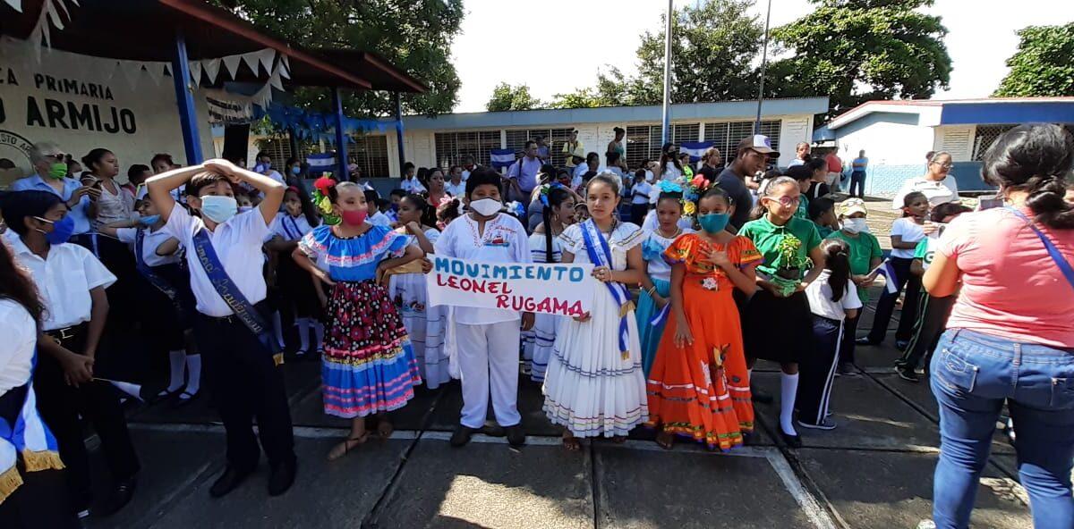 Estudiantes del Colegio Modesto Armijo, participan en vistoso desfile patrio