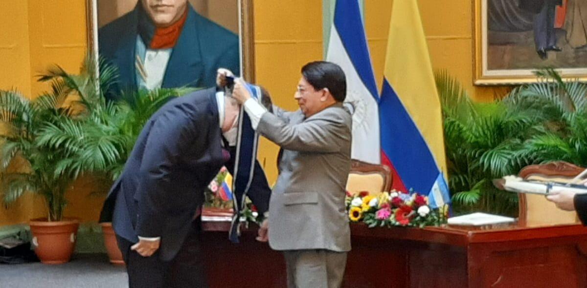 Alta distinción para embajador saliente de Colombia