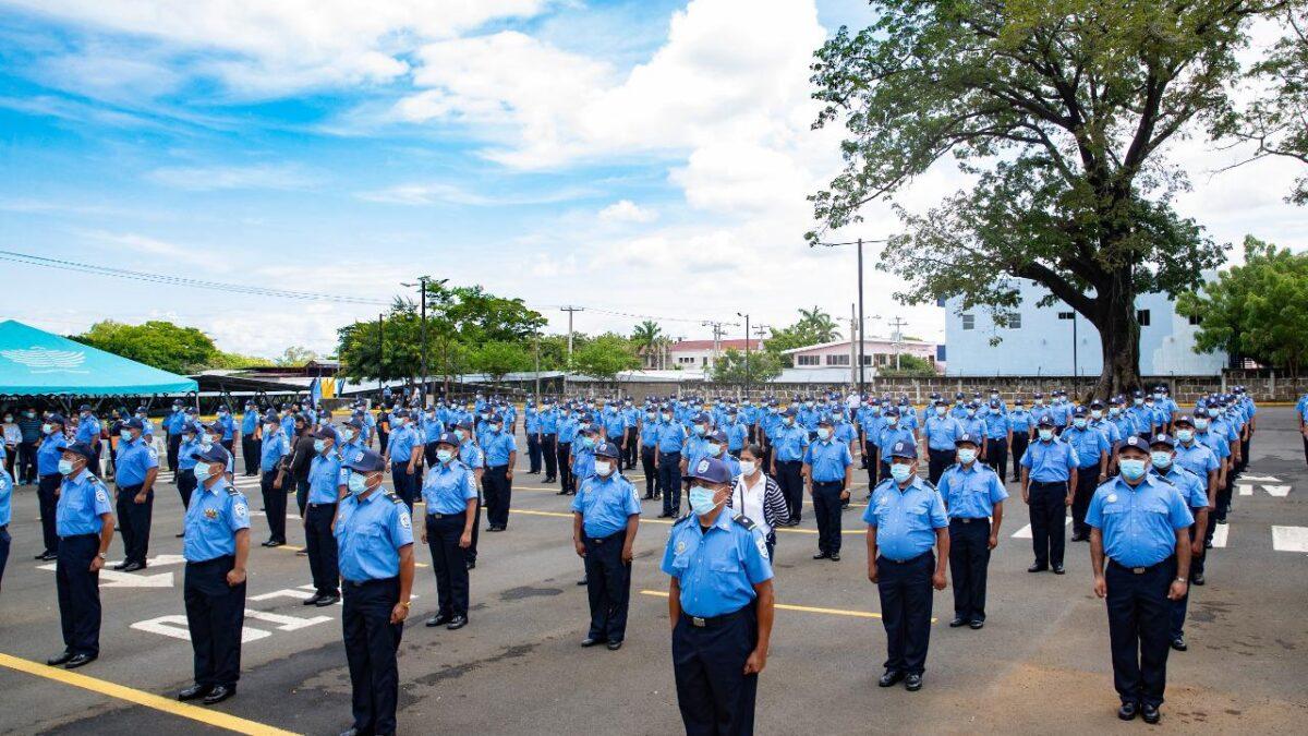 Daniel Ortega llama valientes y leales a la Policía Nacional