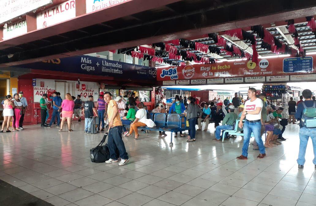 Nicaragüenses aprovechan día feriado y viajan al interior del país