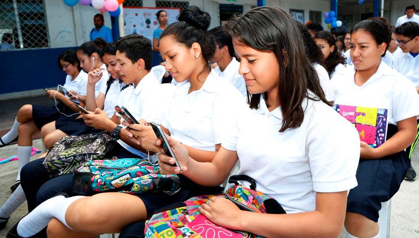 Jóvenes nicaragüenses aprenden a hacer uso seguro del Internet