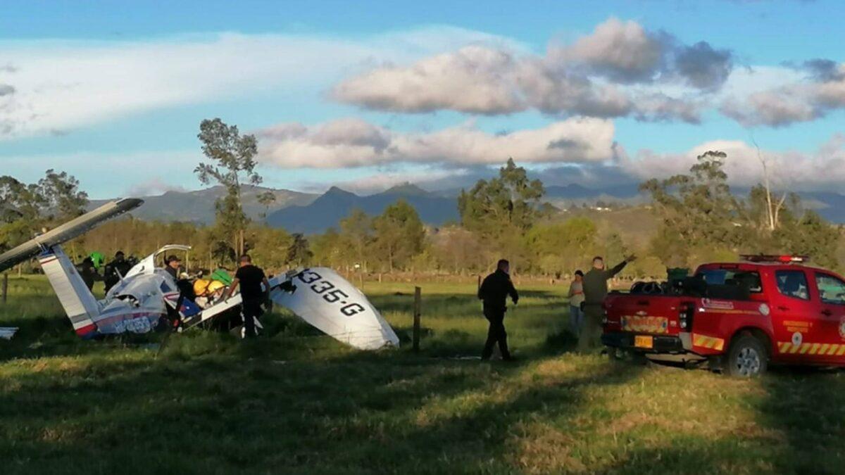 Tres muertos y un bebé herido tras el accidente de una avioneta en Ubaté, Colombia
