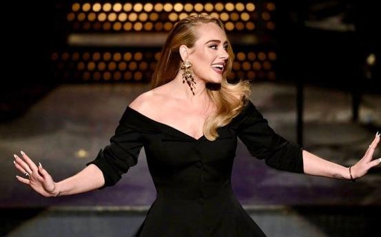Después de 4 años, Adele reaparece en un programa de televisión