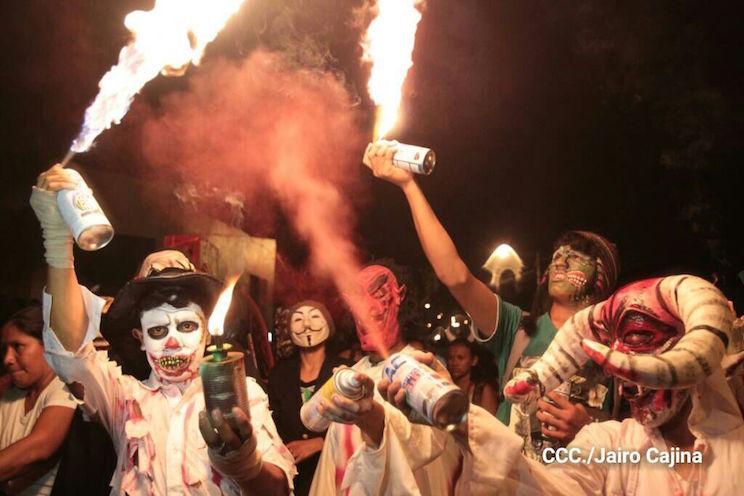 Disfrute del show de agüizotes en el Puerto Salvador Allende