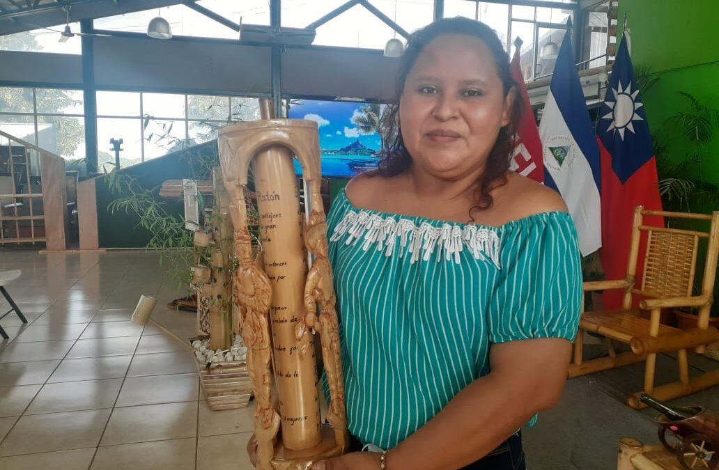 Premian los mejores trabajados hechos de bambú