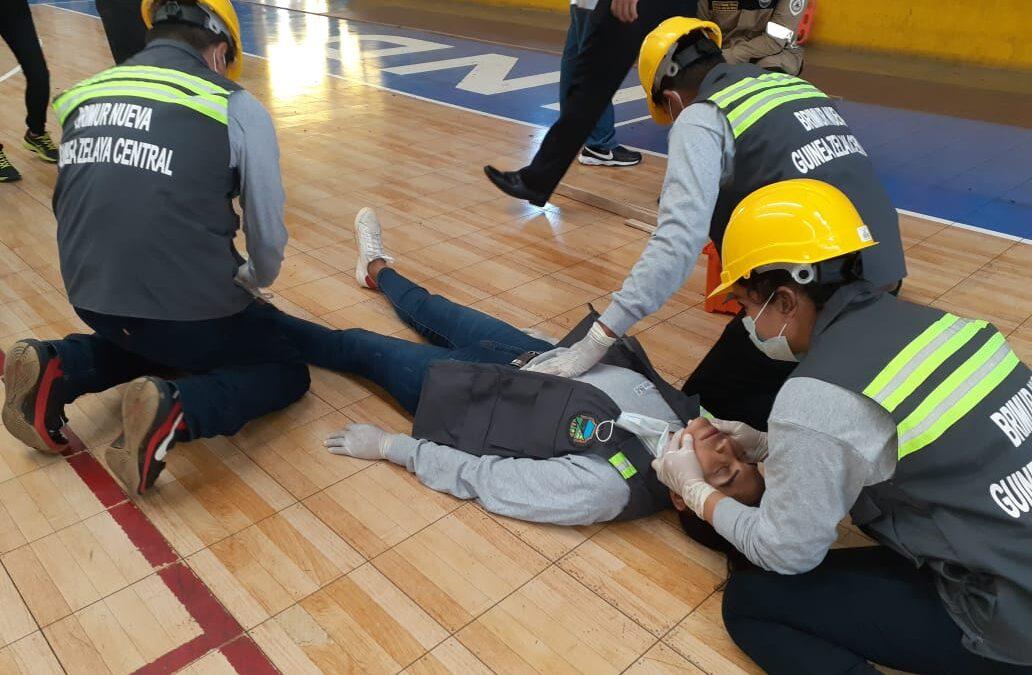 Brigadistas municipales de respuestas demuestran sus habilidades frente a emergencia
