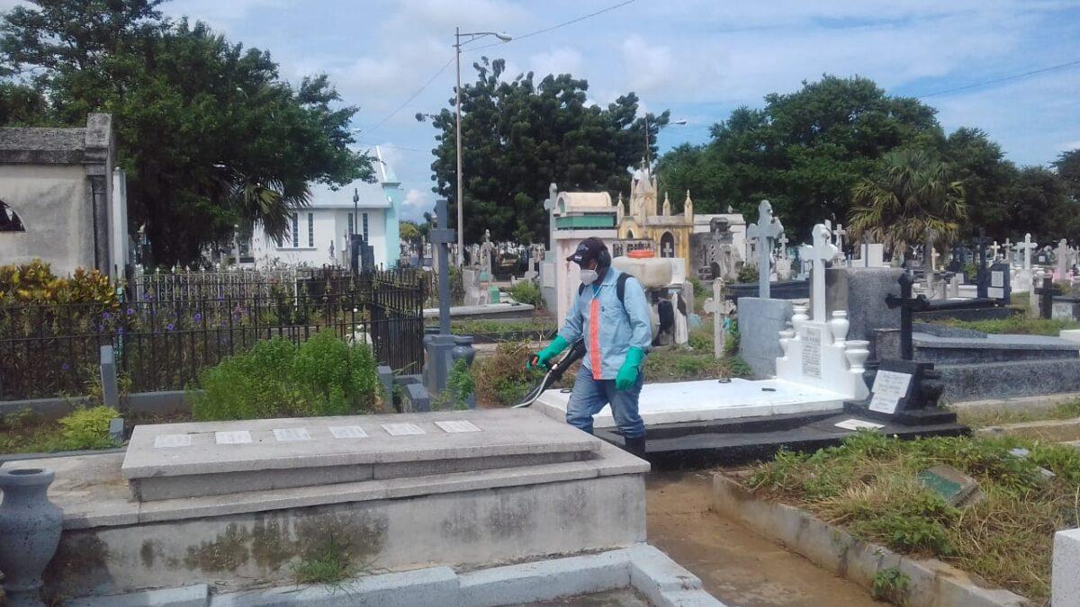 Realizan desinfección y ornato en los cementerios de Managua