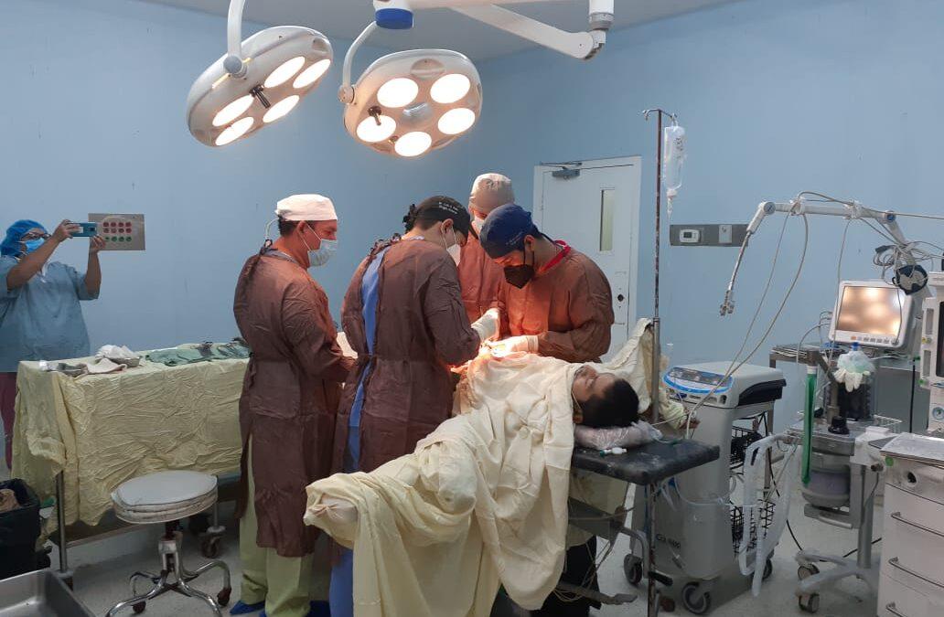 Cirugías complejas gratuitas en hospitales públicos