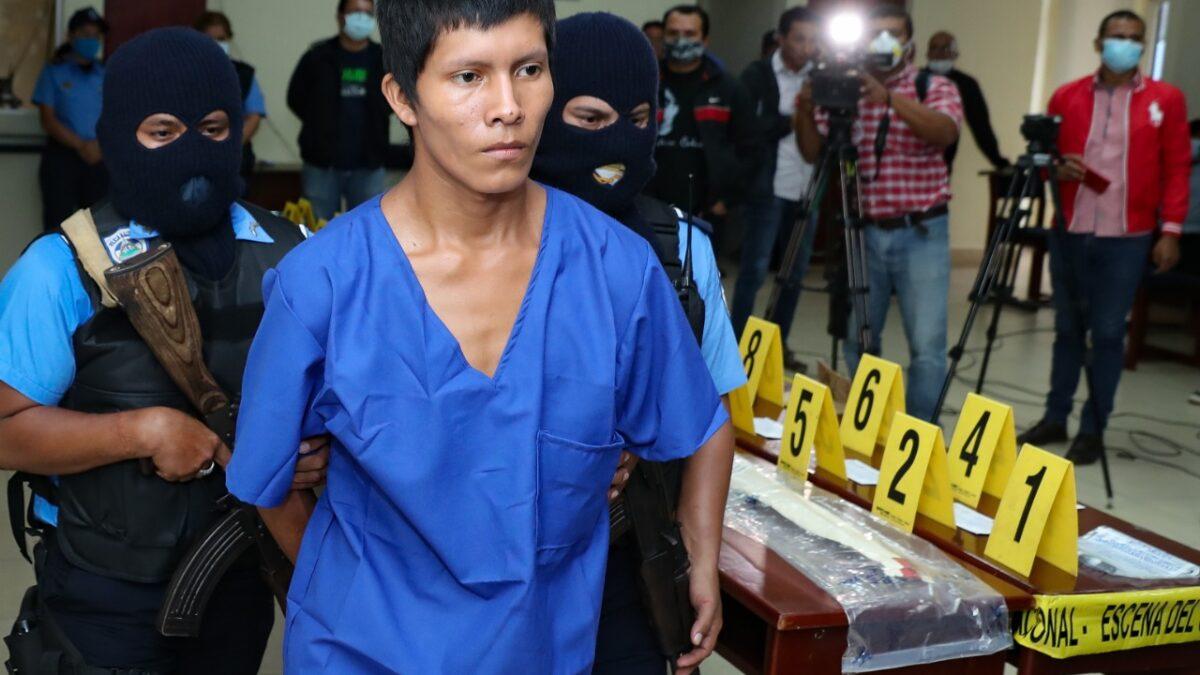 Policía presenta a autores de atroz crimen contra niña de 4 años
