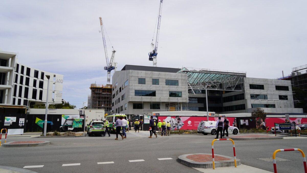 Un muerto y dos heridos dejó el derrumbe de un tejado en una universidad australiana