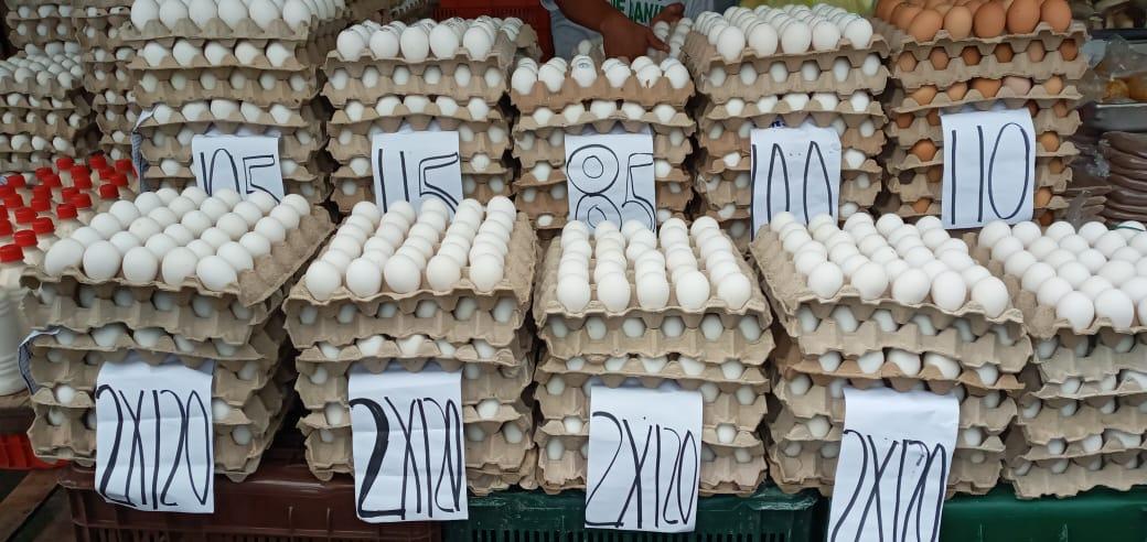 Huevos en promoción en el mercado Iván Montenegro