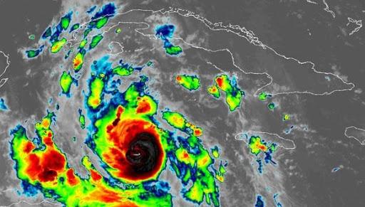 Huracán Delta alcanzó la categoría 4 en su trayectoria hacia México